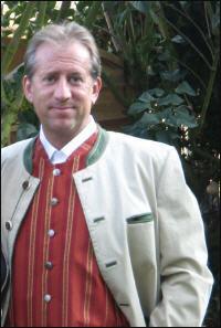 Gesellschafter / Geschäftsführer: Peter Bolder in Österreich-Tracht